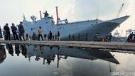 Kapal Perang Terbesar Australia TIba di Jakarta