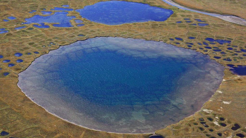 Bahaya! Lapisan Es yang Mencair Lepaskan Virus dan Limbah Radioaktif