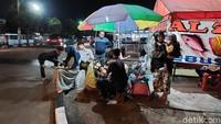 Mangkal di Pinggir Jalan, Tahu Gejrot di Bandung Ini Laris Manis