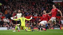 Pertahanan Komedi Maguire dan Shaw Saat MU Dipermalukan Liverpool