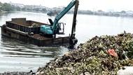 Musim Hujan, Sampah Waduk Pluit Dibersihkan