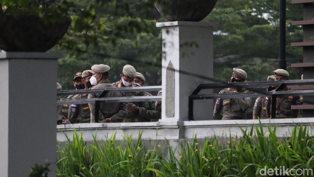 PeduliLindungi Belum Terpasang, Pembukaan Alun-alun Bandung Tertunda