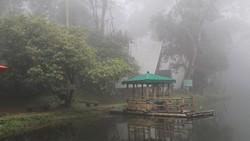 Merasakan Kesejukan dan Ketenangan Telaga Warna Puncak Bogor