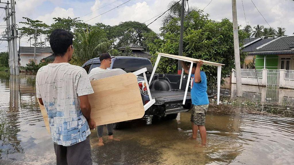 Kebanjiran, Warga di Pekanbaru Ngungsi ke Rumah Keluarga