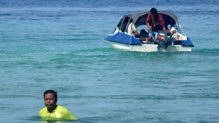 Bukan di Daratan, Taksi di Kepulauan Talaud Membelah Perairan