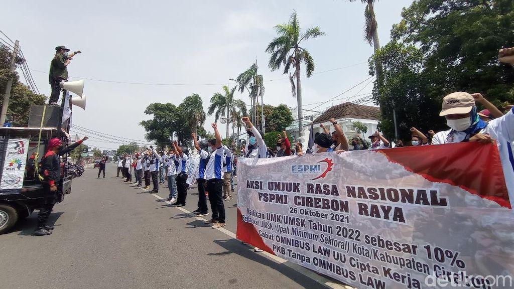 Massa Buruh Cirebon Desak Kenaikan UMK 2022