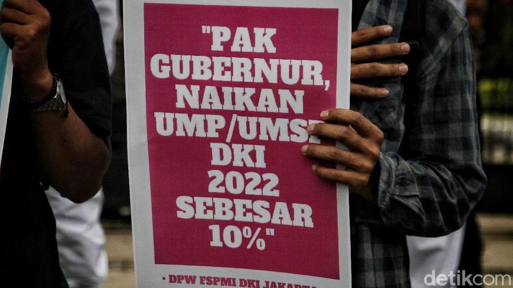 Digeruduk Buruh, Anies Janji Upah Minimum Tahun Depan Naik