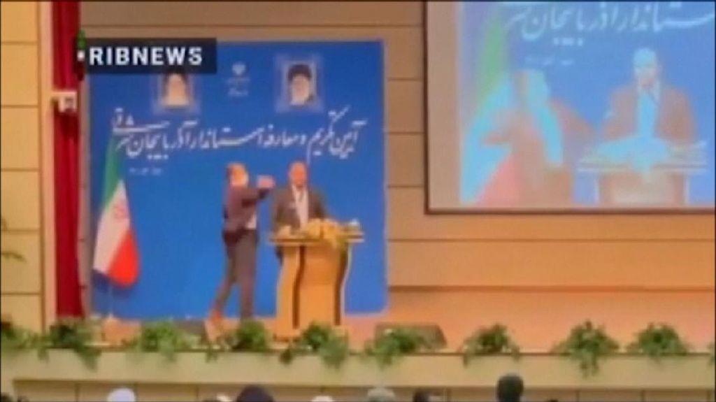Baru Dilantik, Gubernur Iran Ditampar Saat Pidato