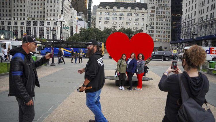 Ini Monumen Simbol Cinta untuk Para Nakes