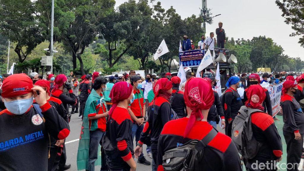 3 Fakta Buruh Geruduk Kantor Anies Tuntut Upah Minimum 2022 Naik