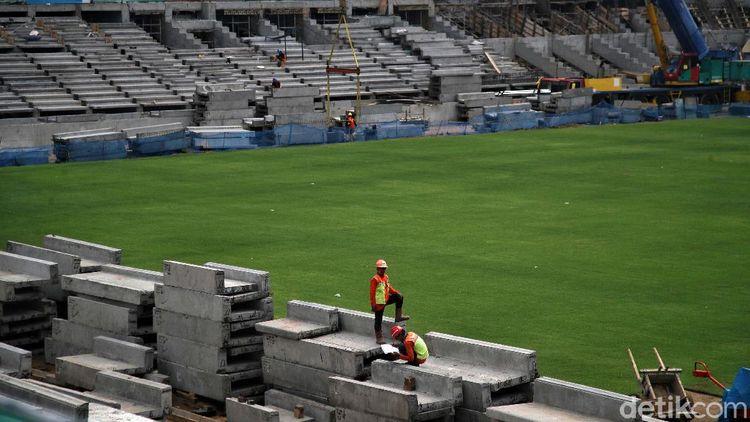 Penampakan Jakarta International Stadium Setelah Dipasang Rumput