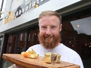 Steak Salt Bae Kemahalan, Chef Ini Sindir Pakai Pie Lapis Emas