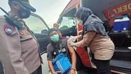 Pendemo yang Melakukan Aksi di Kantor Gubernur Dapat Jatah Vaksinasi