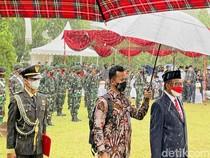 Diguyur Hujan Deras, Mahfud Pimpin Upacara Pemakaman Sudi Silalahi