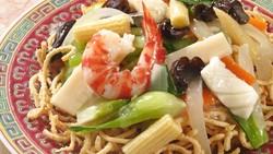 Resep I Fu Mie Seafood ala Restoran yang Renyah Komplet Isinya