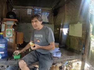 Viral Bule Swiss Jadi Tukang Ikan di Pangandaran, Jago Bahasa Sunda