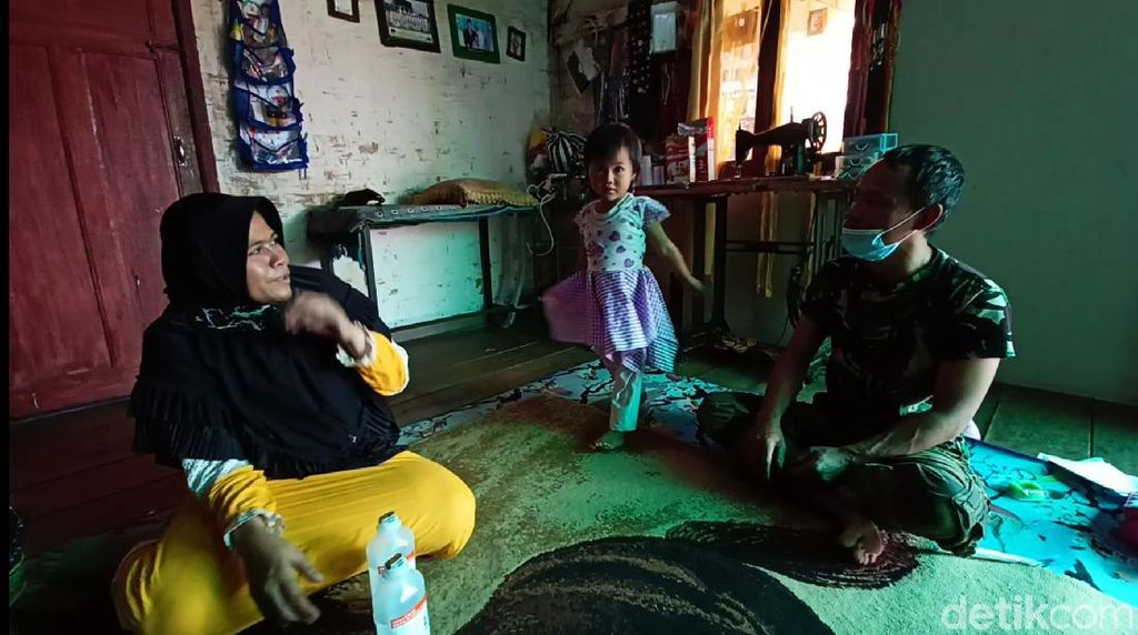 Pilu Bocah Bandung Derita Usus Bocor, Perut Harus Ditutup Plastik