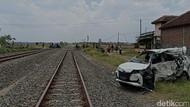 Tabrakan KA Vs Mobil di Grobogan, 3 Orang Tewas