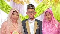 Jadi Kontroversi, Viral Momen Istri di Sulsel Antar Suaminya Menikah Lagi