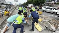 Ditabrak Truk Tanah, Separator Busway Dievakuasi