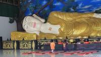 Bukan Thailand, Patung Buddha Tidur Ini Cuma di Bogor