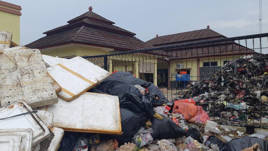 Dikepung Sampah Tangsel, Kelurahan-Kecamatan di Serang Sepi