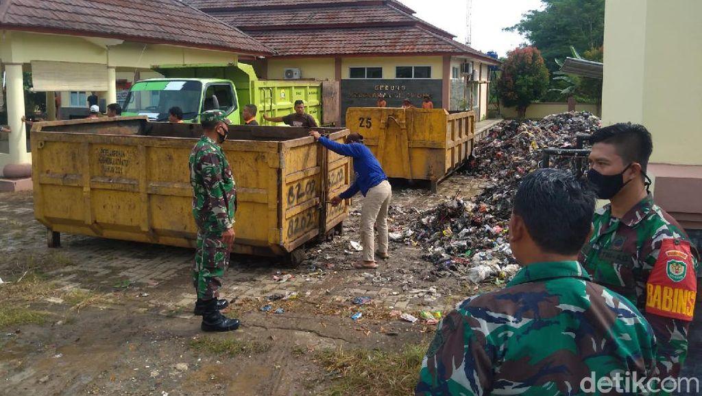 Petugas Masih Angkut Sampah Tangsel di Kelurahan-Kecamatan Area Serang