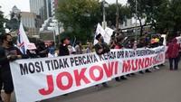Massa Aksi Sumpah Pemuda Bentangkan Spanduk Jokowi Mundur!