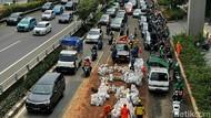 Gegara Tumpahan Tanah, Jalan MT Haryono Macet