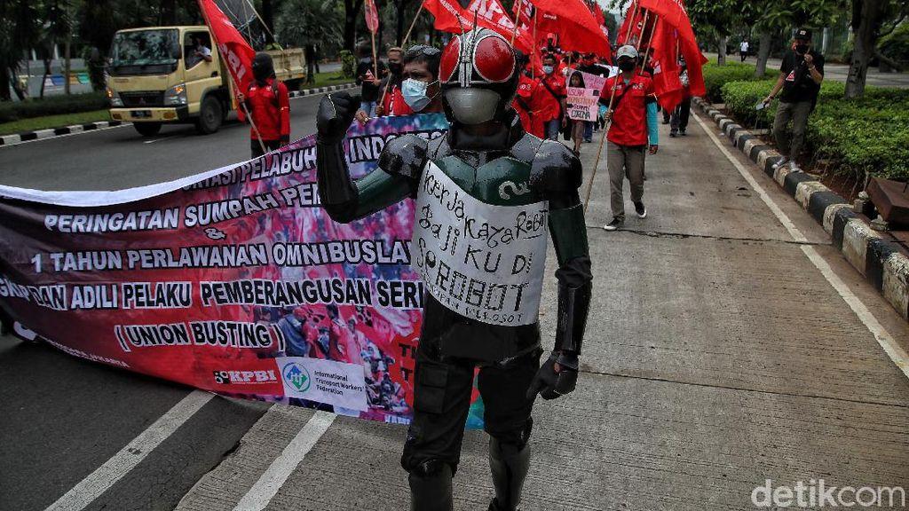 Hari Sumpah Pemuda, Iron Man-Kamen Rider Demo Bareng Buruh di Jakarta