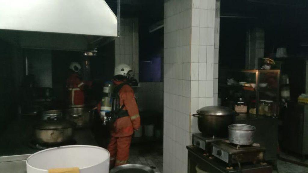 Dapur Hotel Elmi Terbakar, 5 Penghuni Sesak Napas Dilarikan ke RS