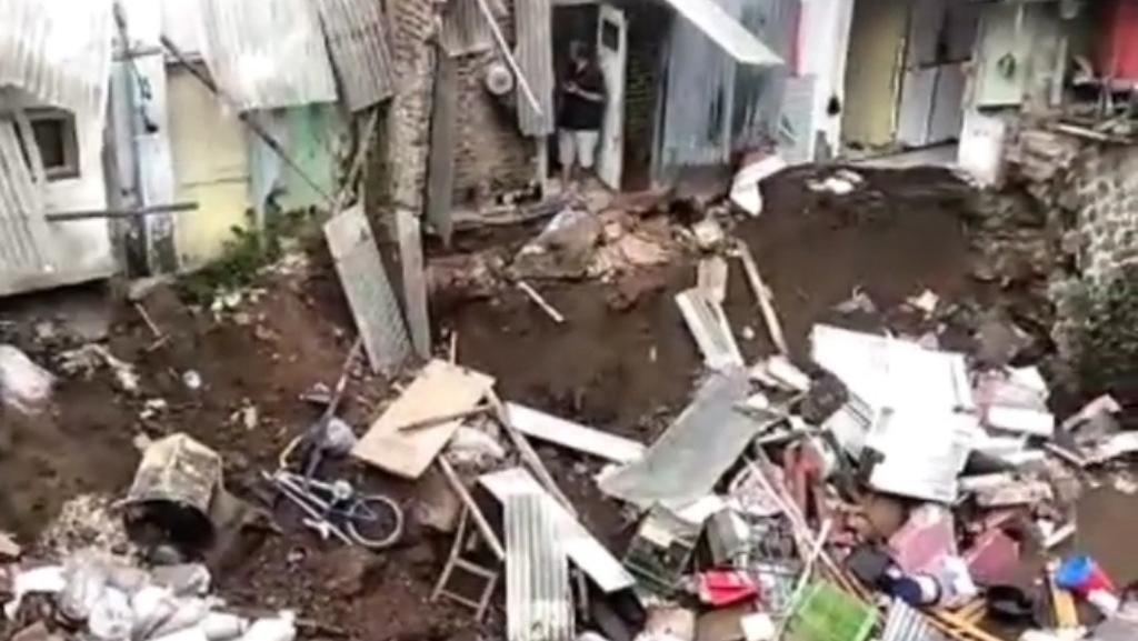Kirmir Sungai Cikapundung Ambrol, 3 Rumah Warga Bandung Rusak