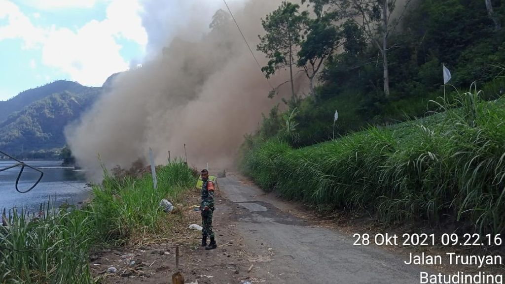 Lereng Gunung Abang Longsor Lagi Usai Gempa M 4,8 Bali