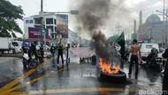 Demo Mahasiswa di Makassar, Bakar Ban-Jalan Protokol Ditutup!