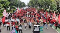 Sebelum ke Istana, Massa Demo Berkumpul di Depan Balai Kota