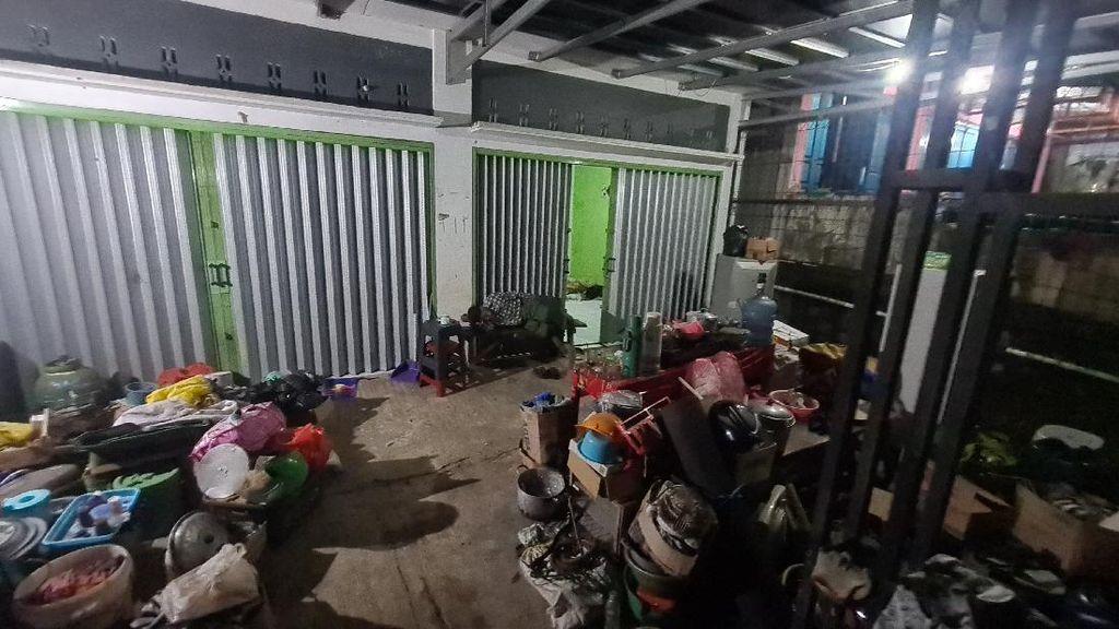 Potret Lansia Sukabumi Tidur di Emperan Ruko Usai Rumah Dibongkar Satpol PP