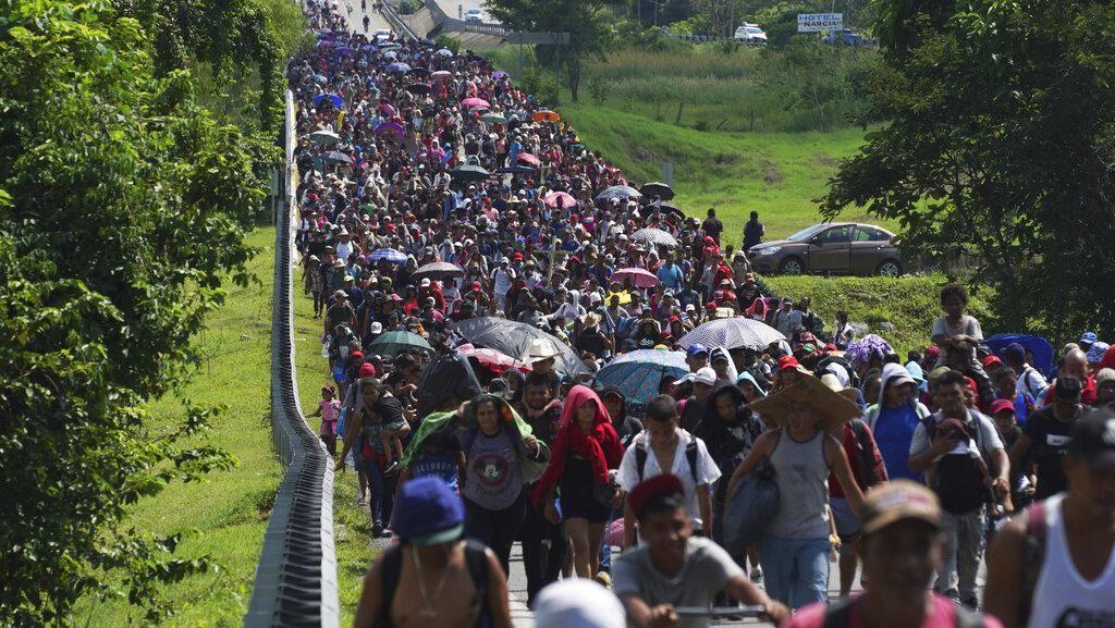 Ratusan Migran Berjalan Kaki Lintasi Meksiko Demi Menuju AS
