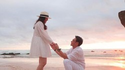 Rob Clinton ke Chelsea Islan: Will You Marry Me?