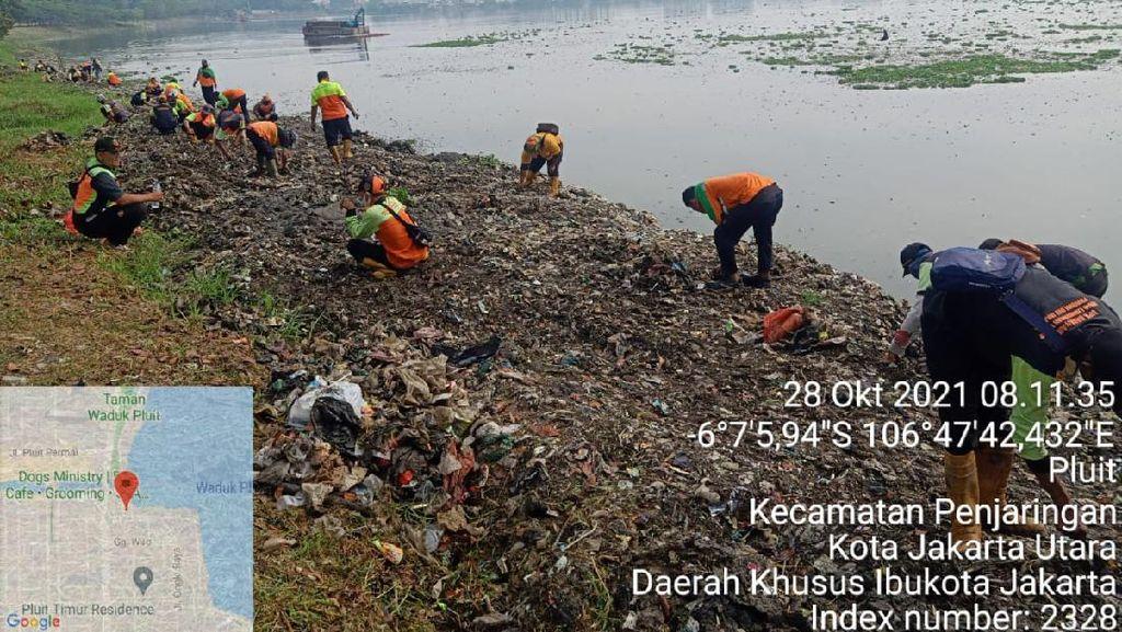 detikcom Do Your Magic: Waduk Pluit yang Penuh Sampah Dibersihkan!