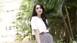 8 Gaya Sandra Dewi Pakai Tas Mahal, Kini Dijual karena Lemari Mau Meledak
