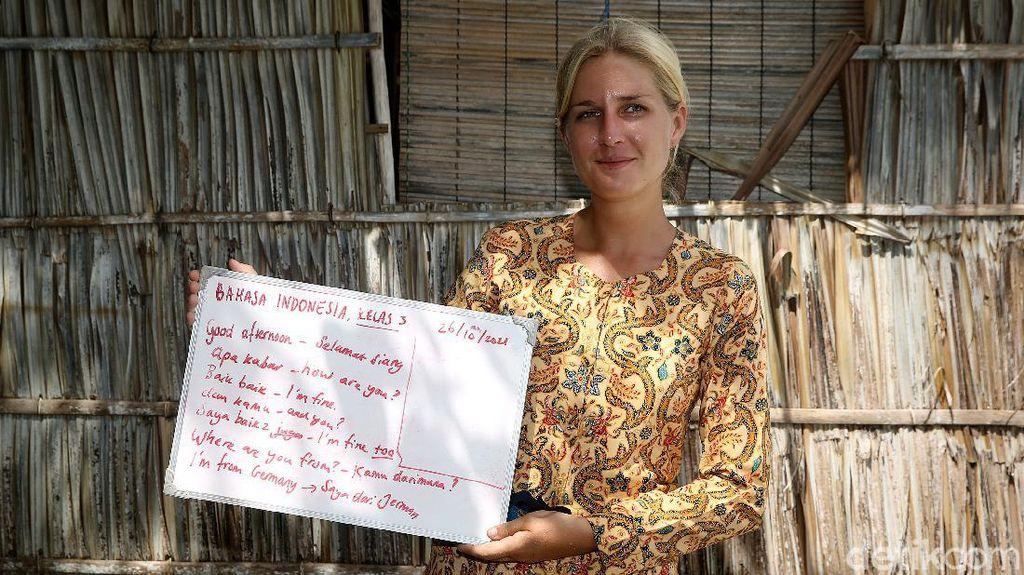 Semangat Bule di Papua Ajarkan Anak-anak Bahasa Inggris-Indonesia