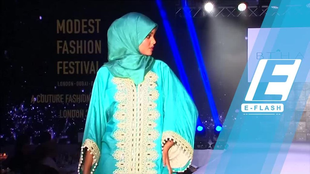 Gaya Model Muslim Hijab Halima Aden di Modest Fashion Festival