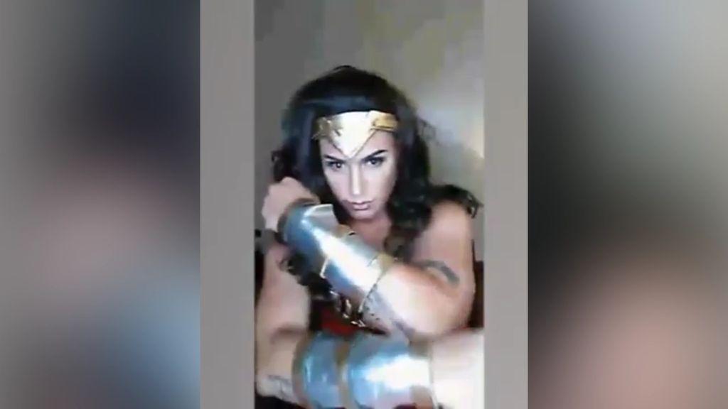 Gal Gadot Puji Pria Filipina yang Dandan Jadi Wonder Woman