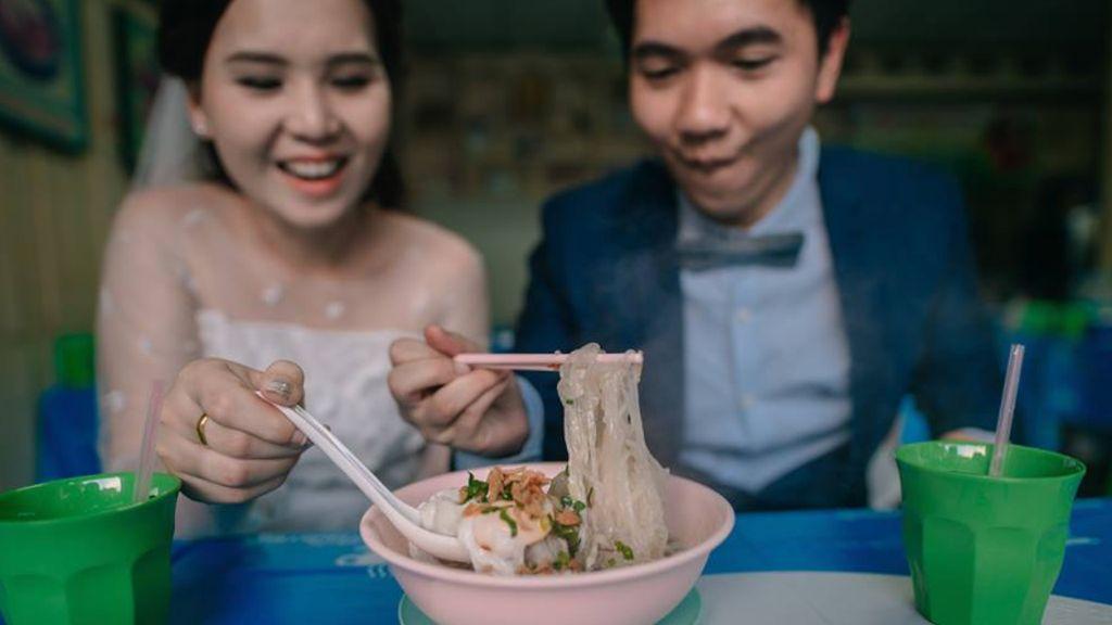 Uniknya Foto Prewedding Ala Pasangan Foodies Ini