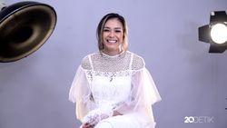 Fun Questions Bersama Adinia Wirasti