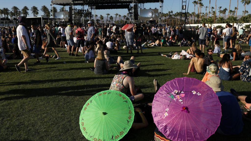 Melihat Gaya Selebriti Saat Nonton Coachella 2017