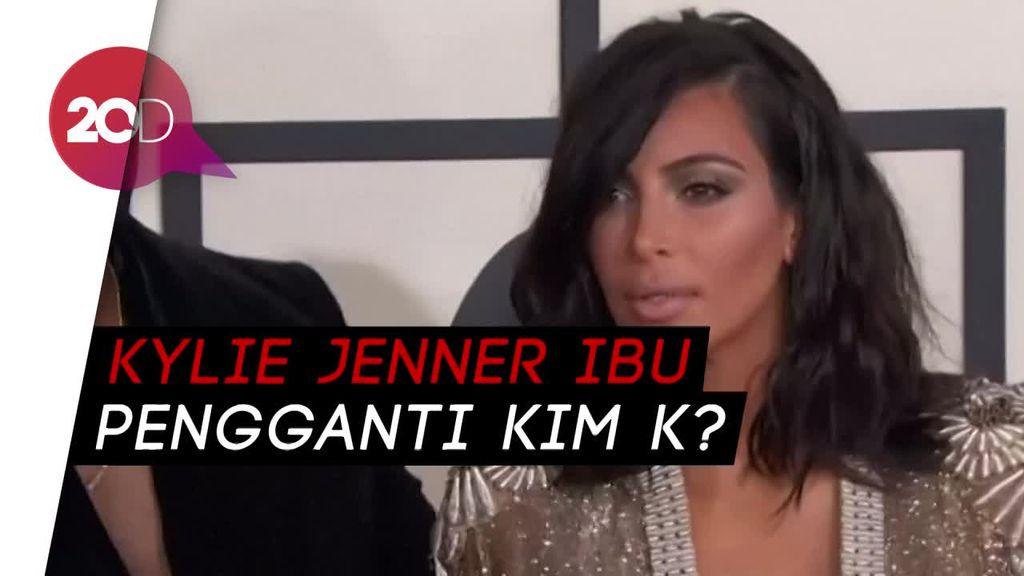 Kylie Jenner Disebut Sebagai Ibu Pengganti Bayi Kim K