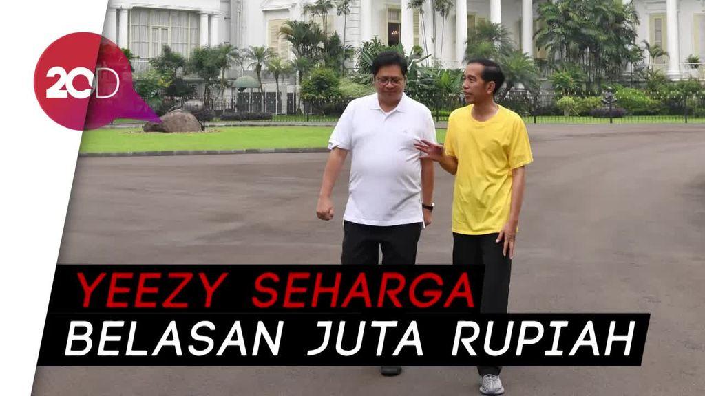Sneakers Jokowi Saat Olahraga Bikin Gagal Fokus Netizen