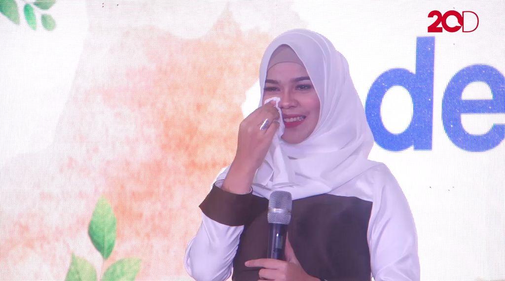 20 Besar Medan - Indira Anjani Menangis Ketika Bernyanyi Sambil Mengenang Ibu