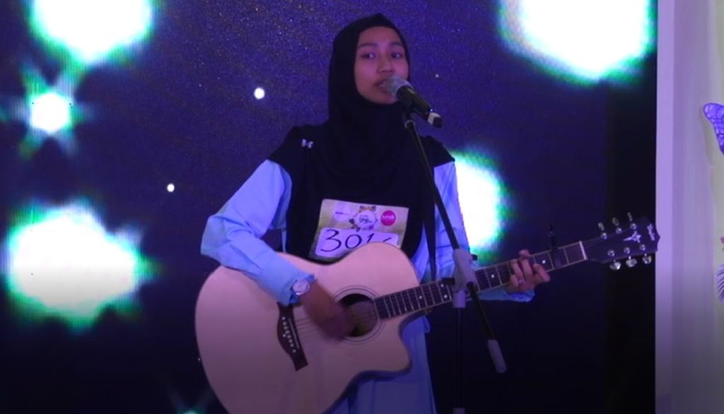 20 Besar Medan - Lantunan dan Petikan Gitar Lagu Diamonds oleh Nurul Pratiwi
